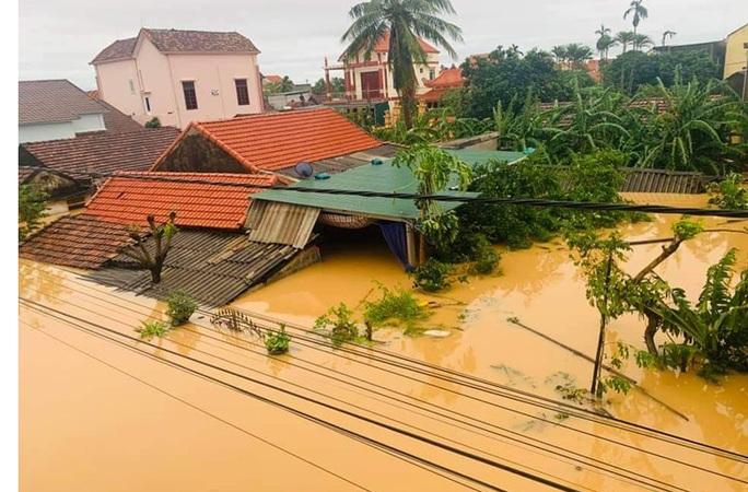 6 người tử vong, 100.000 nhà dân ở Quảng Bình bị ngập lụt do mưa lũ - Ảnh 5.