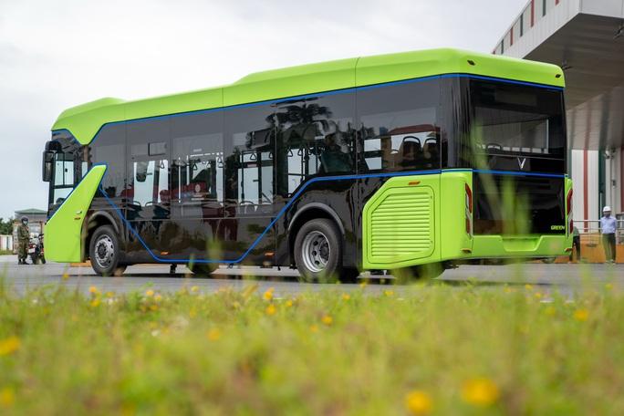 Xe buýt điện VinFast chính thức chạy thử nghiệm - Ảnh 2.