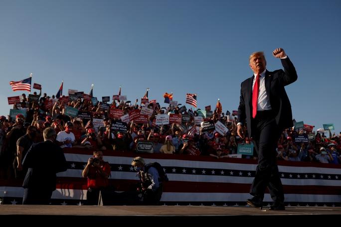 Đua với ông Joe Biden, Tổng thống Donald Trump chạy nước rút - Ảnh 1.