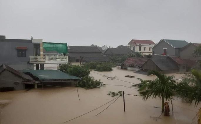 6 người tử vong, 100.000 nhà dân ở Quảng Bình bị ngập lụt do mưa lũ - Ảnh 4.