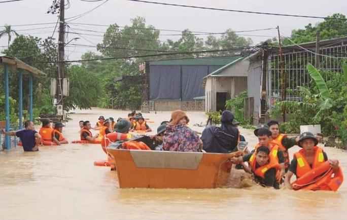 6 người tử vong, 100.000 nhà dân ở Quảng Bình bị ngập lụt do mưa lũ - Ảnh 2.