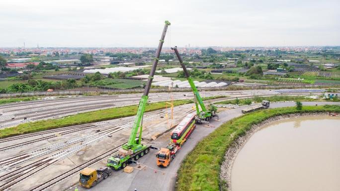 CLIP: Cận cảnh đoàn tàu đường sắt bằng hợp kim nhôm do Pháp sản xuất về đến Hà Nội - Ảnh 10.