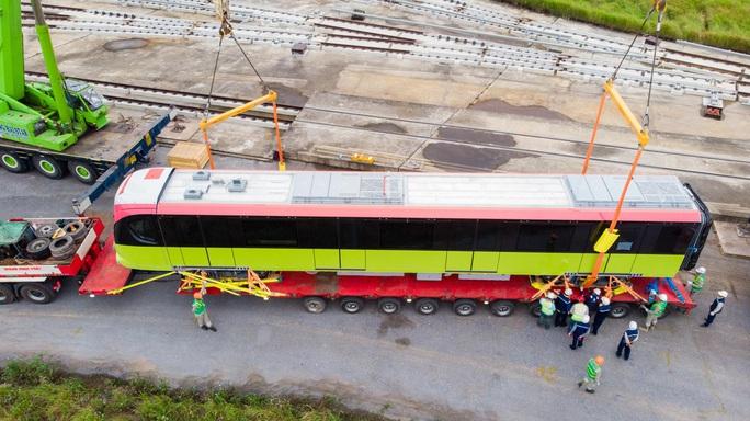 CLIP: Cận cảnh đoàn tàu đường sắt bằng hợp kim nhôm do Pháp sản xuất về đến Hà Nội - Ảnh 12.