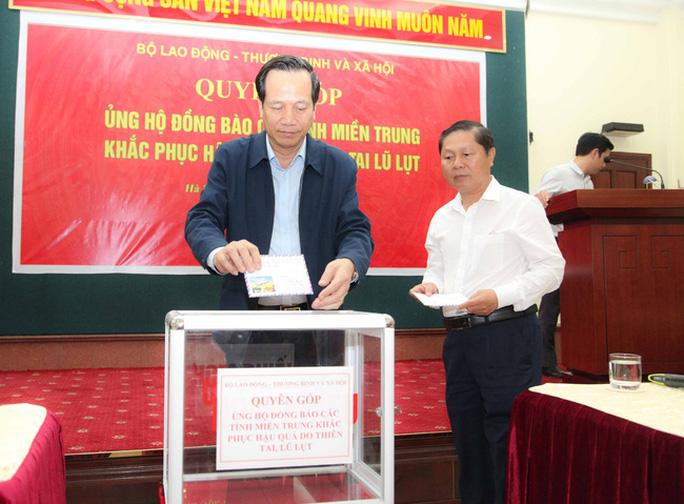 Bộ LĐ-TB-XH phát động quyên góp ủng hộ đồng bào các tỉnh miền Trung bị thiên tai, bão lũ - Ảnh 1.