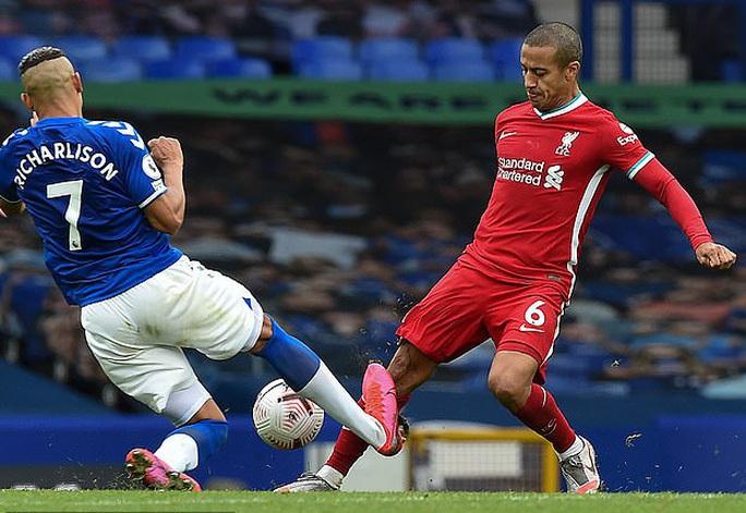 Sốc: Liverpool ôm hận vì trọng tài VAR quên luật - Ảnh 6.