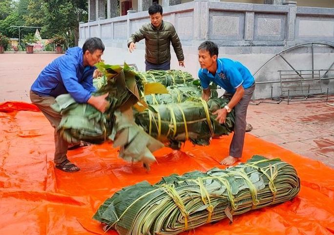 Thức thâu đêm gói hàng chục ngàn chiếc bánh chưng gửi đồng bào miền Trung - Ảnh 5.