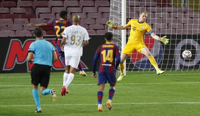 Sao 17 tuổi khai hỏa Champions League, Barcelona đè bẹp Ferencvaros - Ảnh 3.