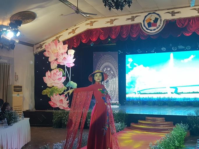 Lưu giữ nét đẹp truyền thống của dân tộc - Ảnh 1.