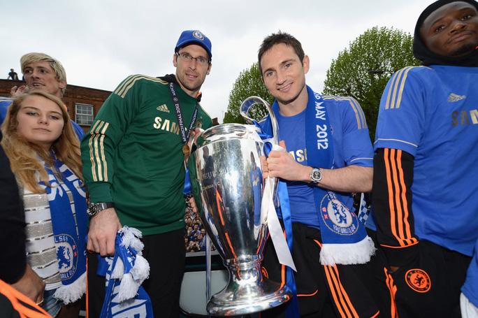 Lạ lùng: Giám đốc Petr Cech tái xuất… làm thủ môn Chelsea - Ảnh 2.
