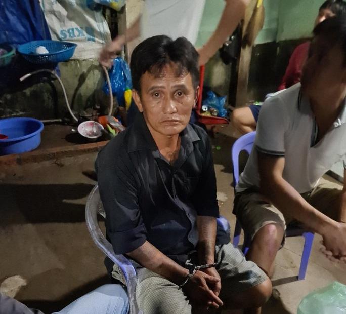 Cảnh sát Cần Thơ bủa vây căn nhà bắt nhóm ma túy liên quan đến con số 9 - Ảnh 1.
