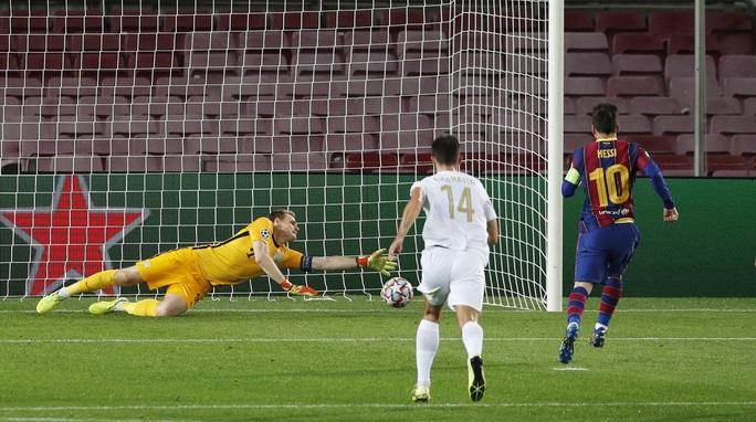Sao 17 tuổi khai hỏa Champions League, Barcelona đè bẹp Ferencvaros - Ảnh 2.