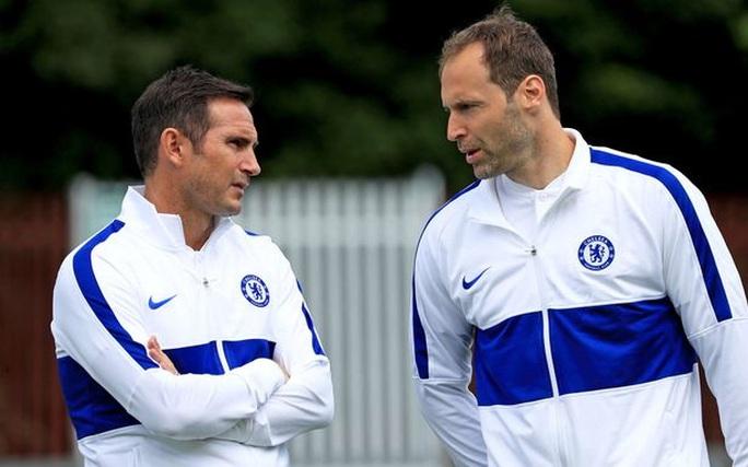 Lạ lùng: Giám đốc Petr Cech tái xuất… làm thủ môn Chelsea - Ảnh 6.