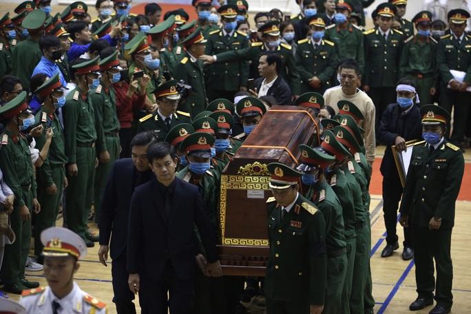 Hình ảnh xúc động lễ truy điệu 22 cán bộ, chiến sĩ hy sinh ở Quảng Trị - Ảnh 13.