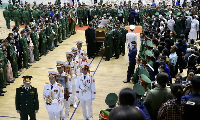 Hình ảnh xúc động lễ truy điệu 22 cán bộ, chiến sĩ hy sinh ở Quảng Trị - Ảnh 2.