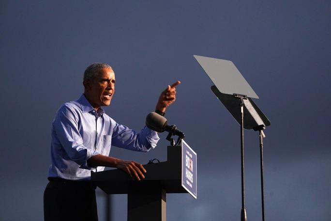 Cựu Tổng thống Obama vận động tranh cử giúp ông Biden - Ảnh 1.