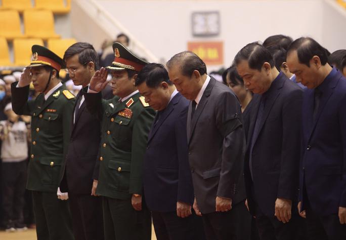 Hình ảnh trực tiếp lễ viếng, truy điệu 22 cán bộ, chiến sĩ bị vùi lấp ở Quảng Trị - Ảnh 2.