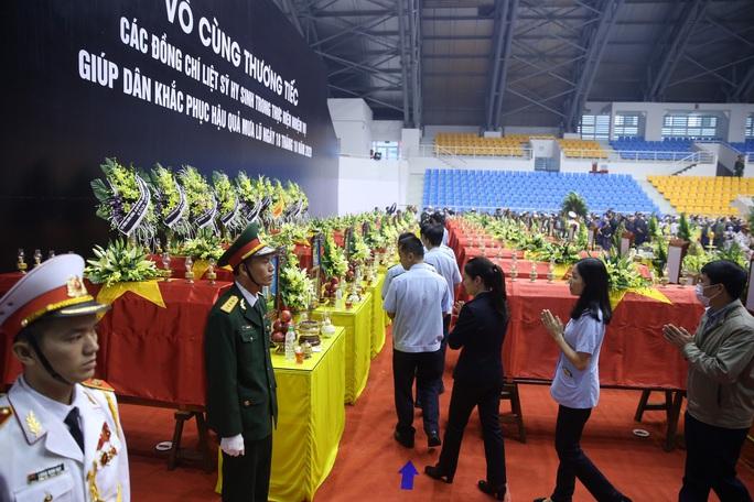 Hình ảnh trực tiếp lễ viếng, truy điệu 22 cán bộ, chiến sĩ bị vùi lấp ở Quảng Trị - Ảnh 19.