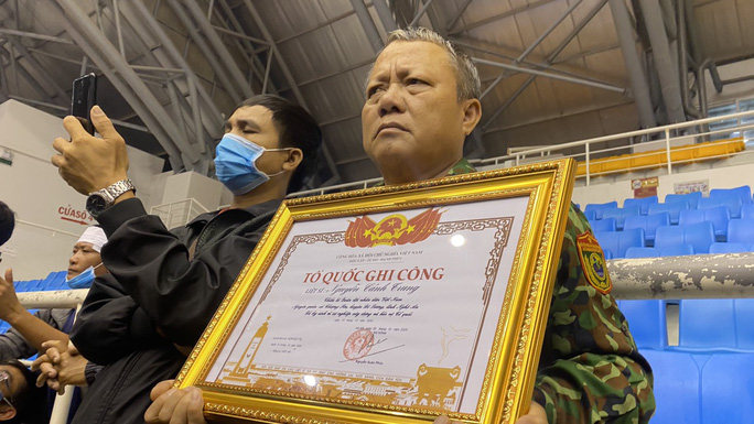 Hình ảnh trực tiếp lễ viếng, truy điệu 22 cán bộ, chiến sĩ bị vùi lấp ở Quảng Trị - Ảnh 20.