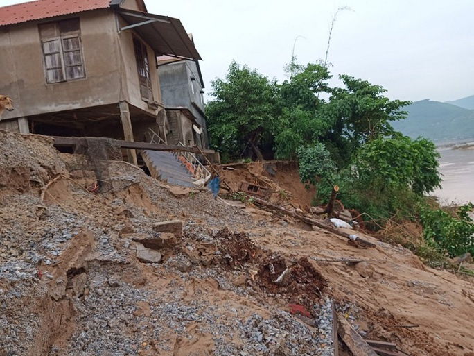 Quảng Bình: Núi Ba Cồn bị sạt lở vùi lấp nhà, hàng trăm người dân tháo chạy trong đêm - Ảnh 5.