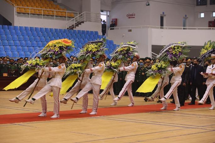 Hình ảnh trực tiếp lễ viếng, truy điệu 22 cán bộ, chiến sĩ bị vùi lấp ở Quảng Trị - Ảnh 1.