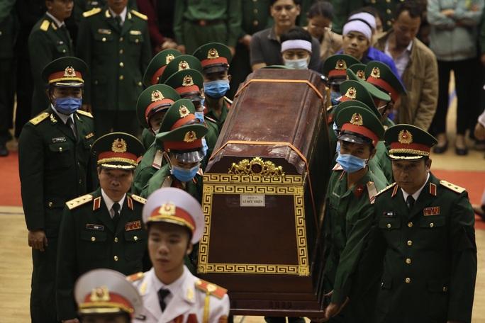 Hình ảnh xúc động lễ truy điệu 22 cán bộ, chiến sĩ hy sinh ở Quảng Trị - Ảnh 6.