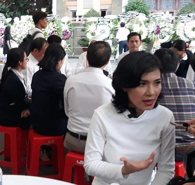 Việt Trinh, Giáng My đến chia buồn cùng Lý Hùng, Lý Hương - Ảnh 5.