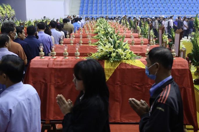 Hình ảnh xúc động lễ truy điệu 22 cán bộ, chiến sĩ hy sinh ở Quảng Trị - Ảnh 11.