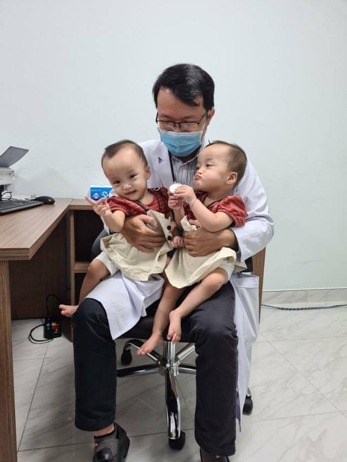 Hai bé Trúc Nhi-Diệu Nhi ngày trở lại bệnh viện - Ảnh 2.