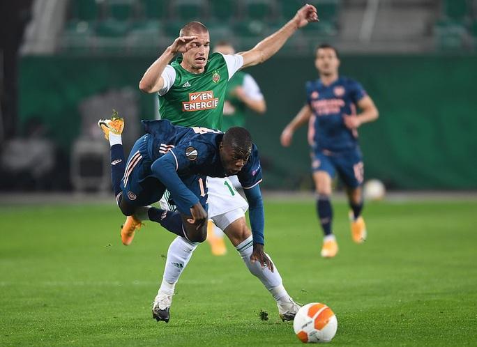 Arsenal suýt lãnh thảm họa thủ môn, ngược dòng hạ Rapid Vienna - Ảnh 1.