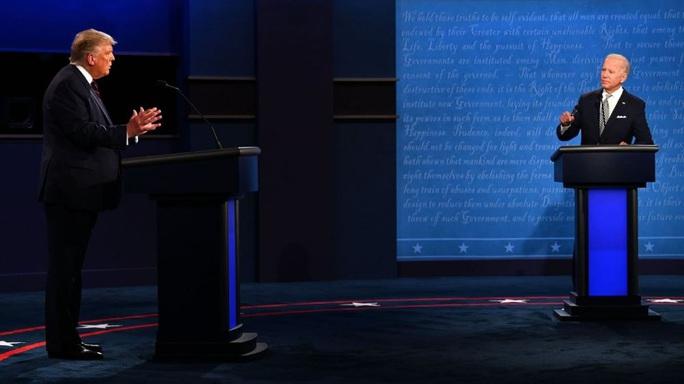 """Tổng thống Trump """"tự bắn vào chân"""" trước giờ tranh luận? - Ảnh 2."""