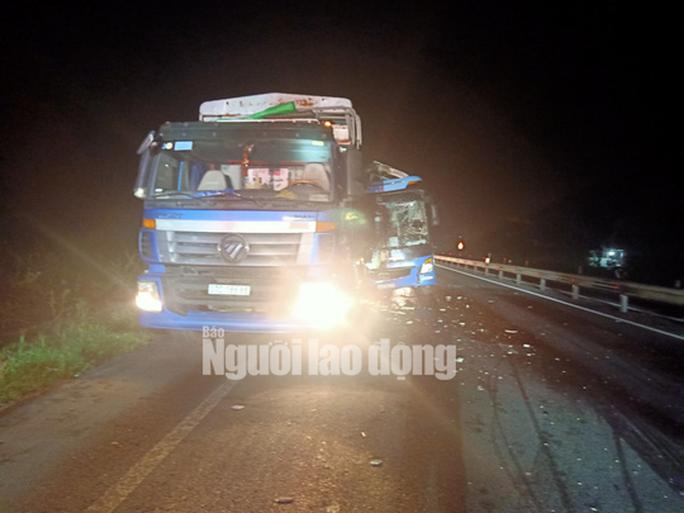 Xe khách tông vào đuôi xe tải, 15 người thương vong - Ảnh 3.