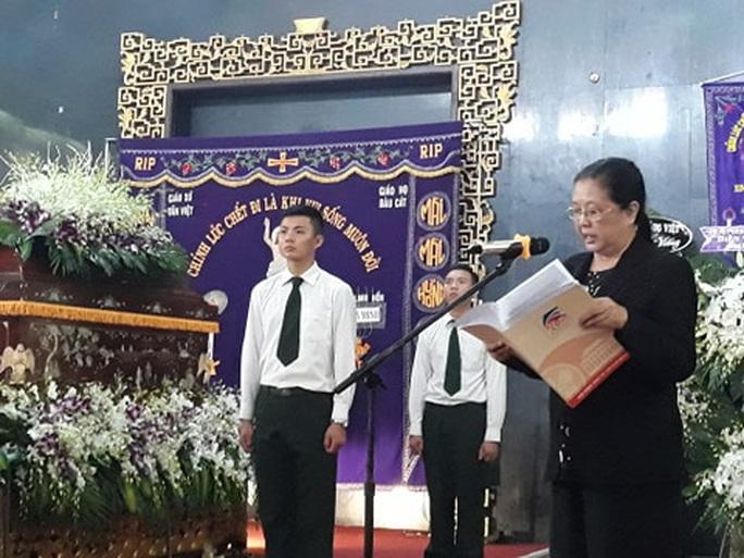 Đông đảo nghệ sĩ và người hâm mộ tiễn biệt NSND Lý Huỳnh - Ảnh 2.