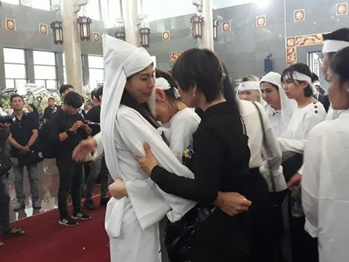 Đông đảo nghệ sĩ và người hâm mộ tiễn biệt NSND Lý Huỳnh - Ảnh 11.