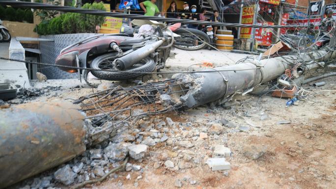 Xe tải chở bia trôi tự do gây tai nạn náo loạn phố Đà Lạt - Ảnh 3.
