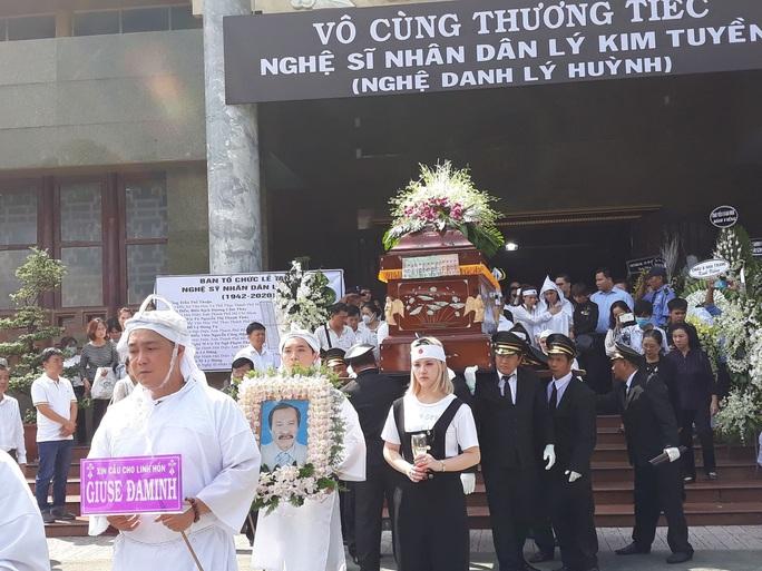 Đông đảo nghệ sĩ và người hâm mộ tiễn biệt NSND Lý Huỳnh - Ảnh 8.