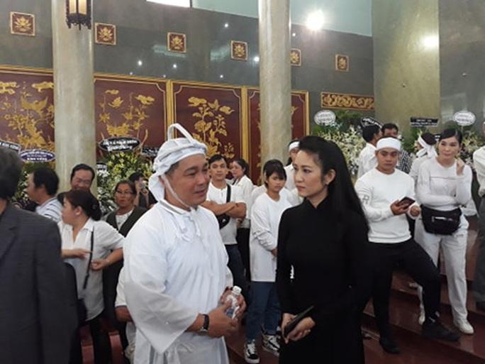 Đông đảo nghệ sĩ và người hâm mộ tiễn biệt NSND Lý Huỳnh - Ảnh 14.
