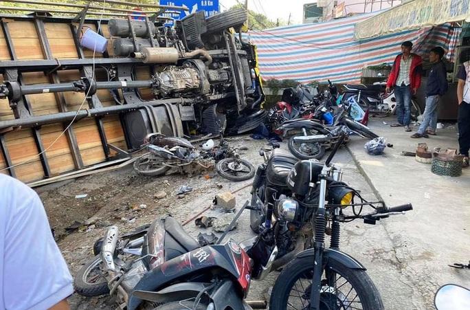 Xe tải chở bia trôi tự do gây tai nạn náo loạn phố Đà Lạt - Ảnh 6.