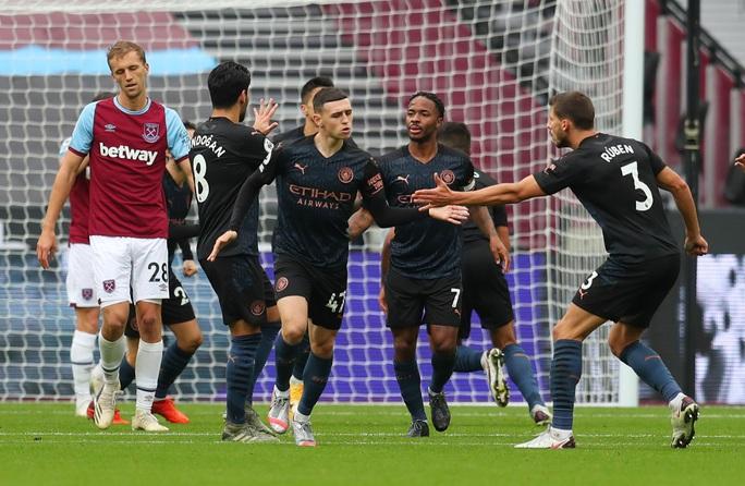 Man City thoát hiểm trước West Ham, tiếp tục văng Top 10 - Ảnh 5.