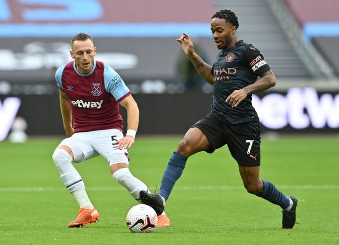 Man City thoát hiểm trước West Ham, tiếp tục văng Top 10 - Ảnh 6.