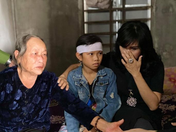 Ca sĩ Thanh Lam, Tùng Dương tặng mỗi gia đình thiệt hại do mưa lũ ở Hà Tĩnh 10 triệu đồng - Ảnh 6.