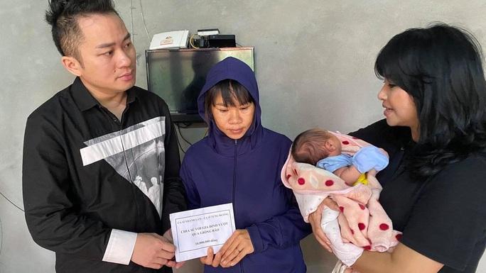 Ca sĩ Thanh Lam, Tùng Dương tặng mỗi gia đình thiệt hại do mưa lũ ở Hà Tĩnh 10 triệu đồng - Ảnh 4.