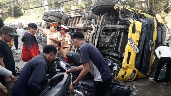 Xe tải chở bia trôi tự do gây tai nạn náo loạn phố Đà Lạt - Ảnh 5.