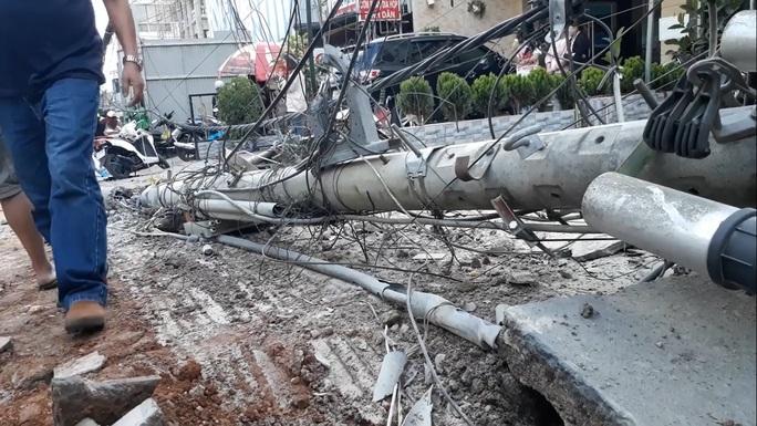 Xe tải chở bia trôi tự do gây tai nạn náo loạn phố Đà Lạt - Ảnh 4.