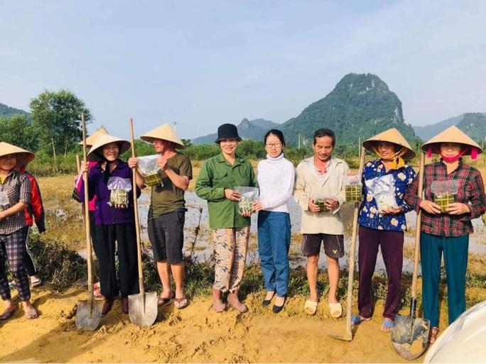 Hoài Linh làm thơ kêu gọi mọi người tiếp tục giúp miền Trung - Ảnh 4.