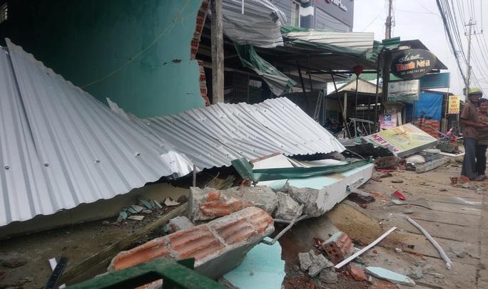 Hiện trường kinh hoàng vụ tai nạn ô tô lao vào nhà dân làm 3 người chết, 3 người bị thương ở Quảng Ngãi - Ảnh 5.