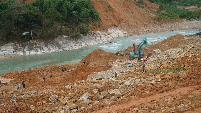 Sạt lở đất khiến 17 công nhân mất tích: Chủ đầu tư Thủy điện Rào Trăng 3 lên tiếng - Ảnh 1.