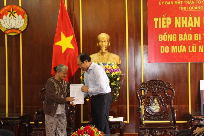 Mẹ Việt Nam Anh hùng ở Quảng Nam ủng hộ 10 triệu đồng cho bà con vùng lũ - Ảnh 1.