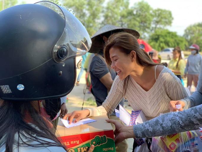 Thúy Diễm, Ái Châu bức xúc vì bị chỉ trích khi làm từ thiện - Ảnh 3.