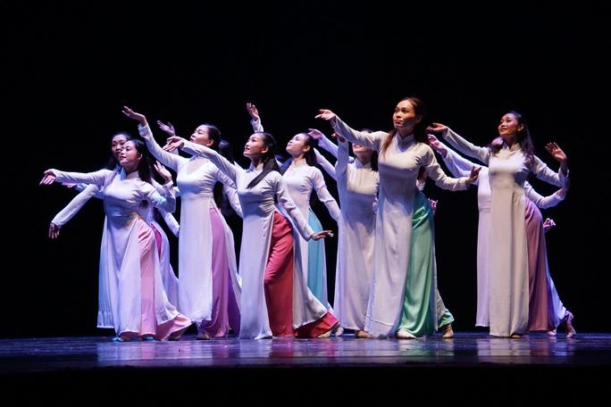 NSND Tô Nguyệt Nga vỡ òa niềm vui với tác phẩm múa đỉnh cao - Ảnh 2.