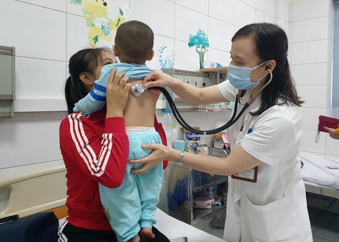 Bệnh về đường hô hấp tăng đột biến - Ảnh 1.